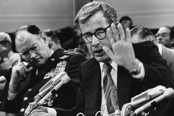 وزیر دفاع آمریکا در زمان عملیات ناکام طبس، مُرد