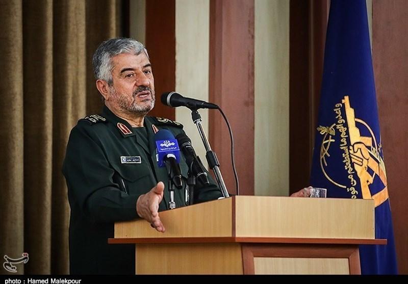 فرمانده سپاه:همه امکانات دشمن بسیج شده تا اقدامات مثبت را وارونه نشان دهد