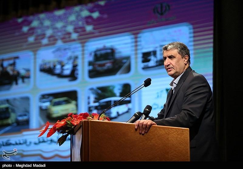 وزیر راه از روند پیشرفت پروژه آزاد راه تهران- شمال بازدید کرد
