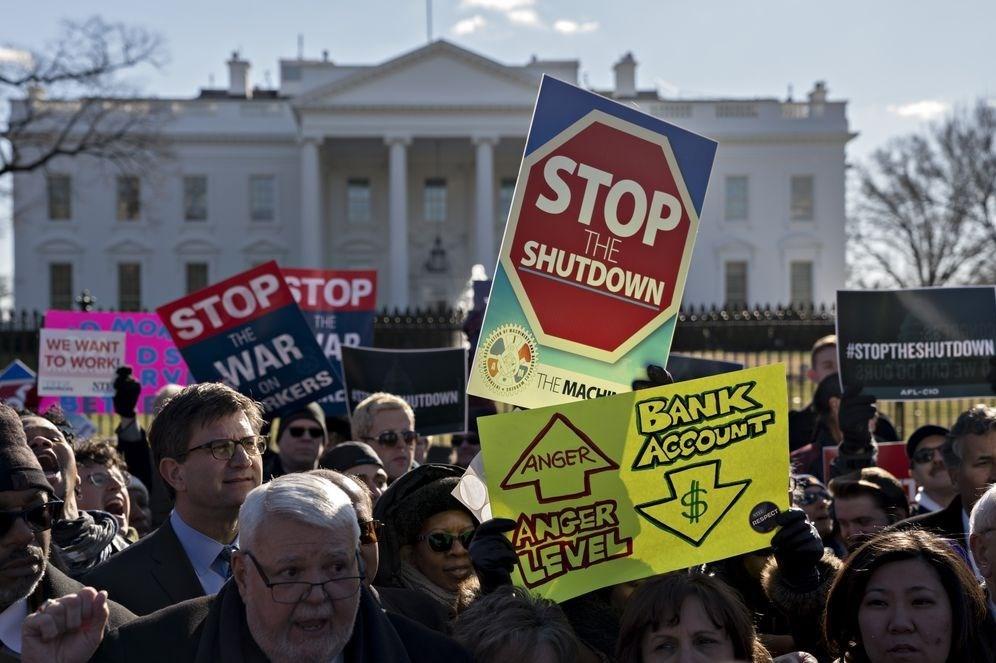 تجمع اعتراض آمیز کارمندان آمریکایی نسبت به تعطیلی دولت