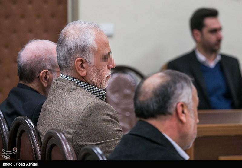پرویز کاظمی: فردی که عامل افزایش بدهی و معوقات بانک سرمایه بود، سرپرست بانک شد
