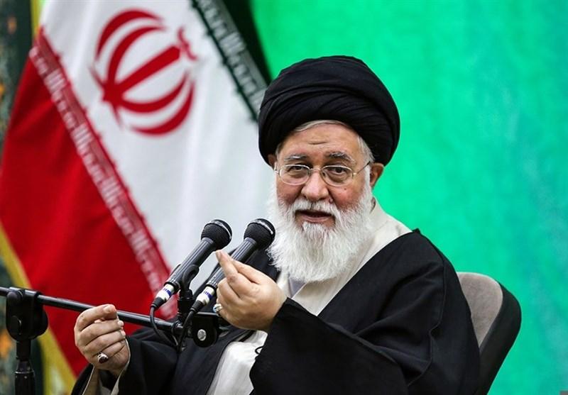 امام جمعه مشهد: فضای مجازی فریاد خانواده لائیک را هم درآورده؛ سوءمدیریت بدتر از تحریم ما را مستاصل میکند