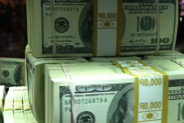 کاهش قیمت ارز در بانکها