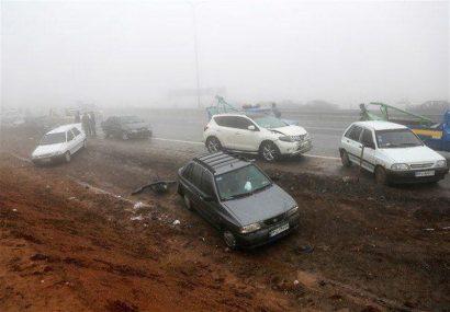 جدیدترین جزئیات از تصادف در محور اراک- قم ؛ برخورد زنجیرهای ۵۰ خودرو تکذیب شد