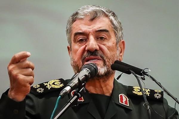 آقای روحانی به جای رفع تحریم به حفظ برجام فکر می کند