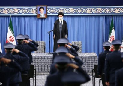 رهبر انقلاب: اگر تمامی تحریمها را در عمل بردارند به تعهدات برجامی برمی گردیم