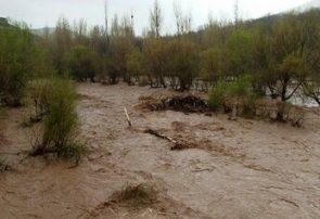 سیلاب راه ارتباطی ۳۳ روستای قصرقند سیستان وبلوچستان را مسدود کرد
